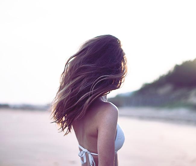 Come prendersi cura dei nostri capelli in estate | Erboristeria Il Girasole Ravenna