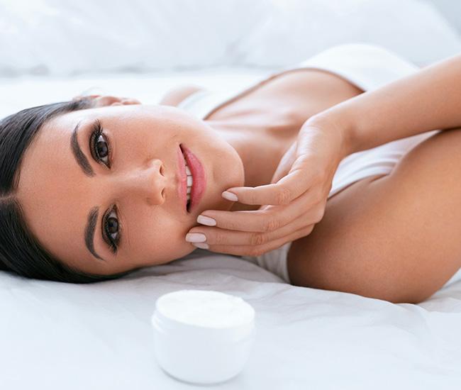 Idratare la pelle del viso dopo l'estate | Erboristeria Il Girasole Ravenna